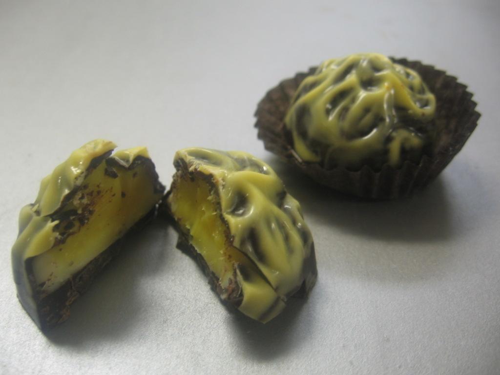 Dark Chocolate Mango and White Chocolate Truffle Filling