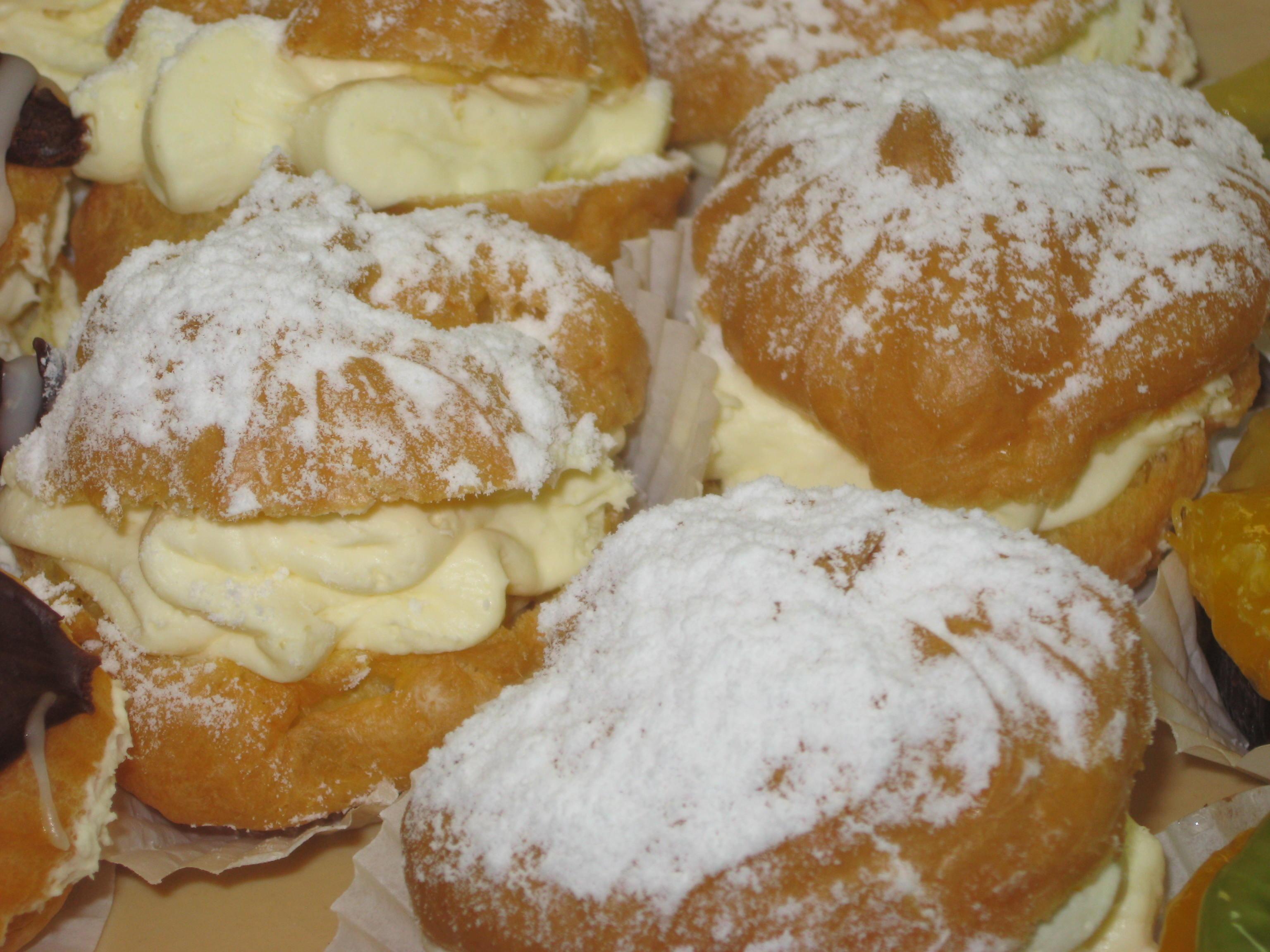 Cream Puff (Mini) Ordered in Multiples of 6