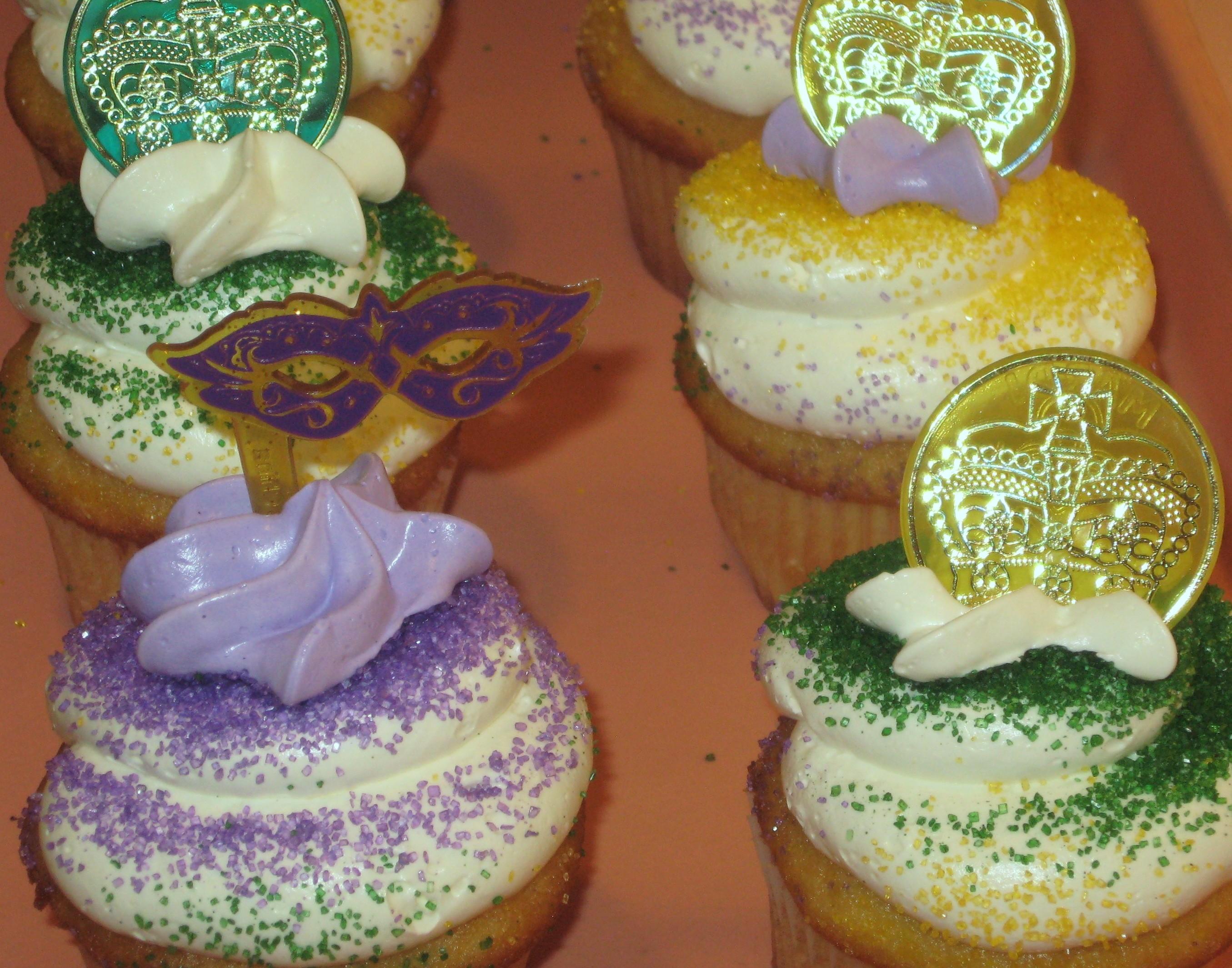 Mardi Gras Cupcakes (6)
