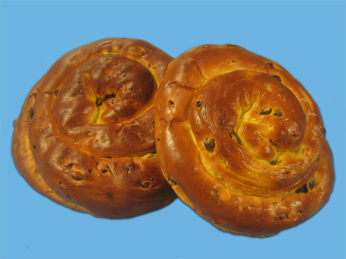 Crown Challah with raisins