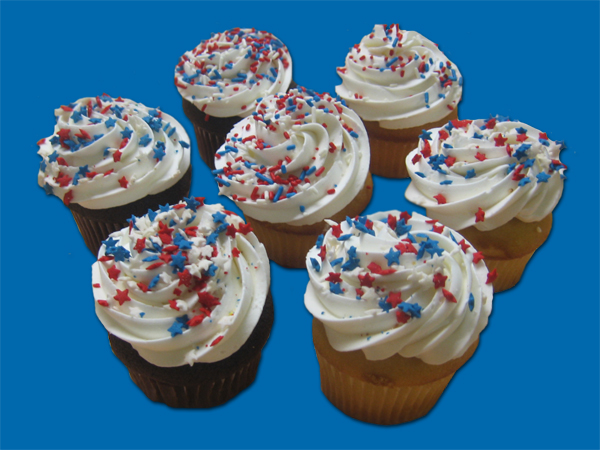 Patriotic Theme – Cupcakes with white, red & blue sprinkles (6)