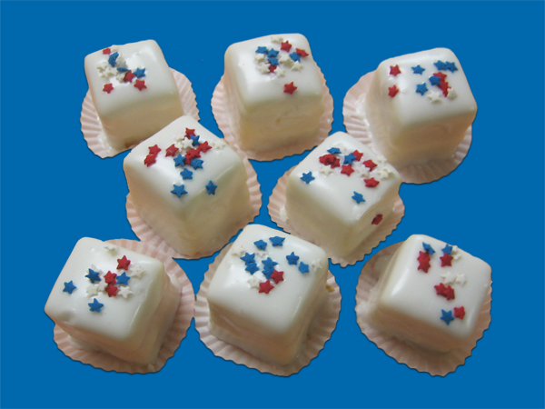 Patriotic Theme – Petit Fours with white, red & blue sprinkles (6)